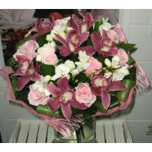 букет цветов розовые розы орхидея фрезия