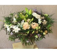 Большой букет на каркасе из веток. Состав: дендробиум орхидея белая, персиковая гвоздика, кустовая роза, лилия лонг, орхидея цимбидиум, эустома, агапантус, лаванда, ветки фисташки, аспарагуса, статицы, лента.