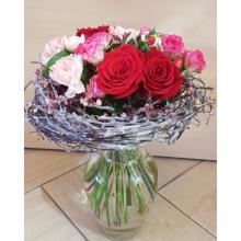 Букет на флористическом каркасе из веток березы, ягод, воска. Состав: розы, кустовые розы, сортовые персиковые гвоздики, ароматная фрезия, гиперикум, рускус, лента.