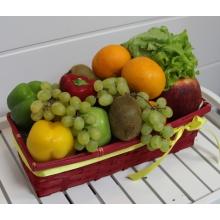 Состав: яблоки, апельсины, киви, виноград, груши, лимон, перец, салат