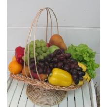 Состав: яблоки, апельсины, груши, киви, лимон, виноград, перец, салат