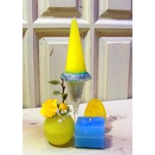 Высокая свеча ручной работы лимонного цвета в стеклянной подставке с веночком из сухоцветов в воске, свеча ручной работы в форме яйца с орнаментом, свеча ручной работы с форме шкатулки, ваза из воска с кустовой желтой розой