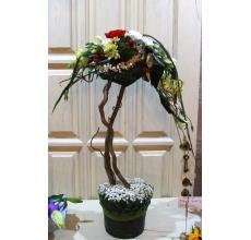 Композиция из веток корилуса, гипсофиллы, роз, орнитогаллума, зелени, фрезии, эустомы, альстромерии в виде дерева.  Высота 100-110 см