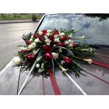 Композиция из калл, фрезий, тюльпанов и роз на капот, 4 бутоньерки на ручки машины