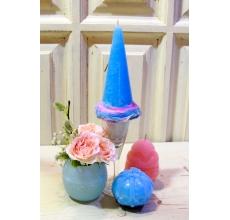 Высокая свеча ручной работы голубого цвета в стеклянной подставке с веночком из сухоцветов в воске, свеча ручной работы в форме яйца с орнаментом, свеча ручной работы с форме шкатулки, ваза из воска с кустовой персиковой розой