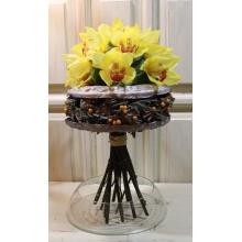 Букет на декоративном каркасе из бумаги ручной работы, шишек, брунии, ягод илекса. Состав: 15 желтых орхидей, фисташка. Букет стоит на стеблях и не требует питания. Это значит, что вам не нужно подбирать под него вазу.