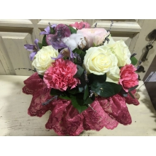 букет на каркасе с хлопком и розами