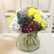 круглый букет с кустовой хризантемой