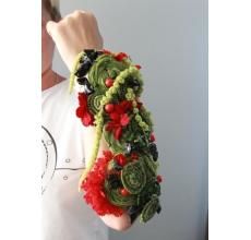 Букет невесты на эргономичной (по форме руки) основе. Состав: трансформированные травы, кустовая и одноголовая гвоздика, амарант, декоративные элементы.
