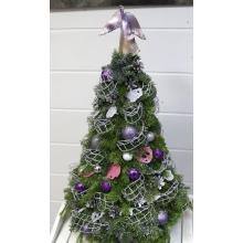 Новогодняя ель из веток пихты, игрушек, декоративных элементов, шишек, ленты. Высота 60 см-70 см