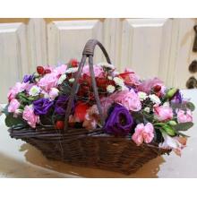 Состав: кустовая роза, эустома, альстромерия, кустовая гвоздика, кустовая хризантема, гиперикум, эвкалипт, перья, сизаль