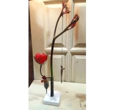 Композиция в стеклянных мини-вазах с высокой экзотической ятрофой, гиперикумом и альстромерией. Свеча ручной работы в форме сердца и декоративный сухоцвет на цепочке.