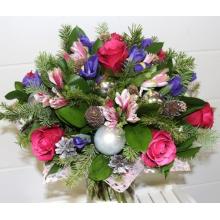Букет из малиновых роз, ирисов, альстромерии, декоративных шаров, шишек, веток пихты в натуральной упаковке с лентами.