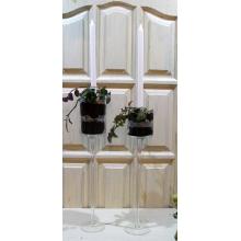 Высокие подсвечники с горшечными растениями. Свечи легко меняются. Уход за растениями такой же, как за обычными комнатными. Полив, тепловой и световой режим.  Наполнение канделябров, черный песок, стекло, декоративные кристаллы.