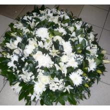 Композиция на возложение. Подушка из белых цветов