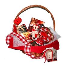 Подарочная корзинка со свечой на день Св. Валентина
