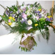 Большой букет смешанных весенних цветов