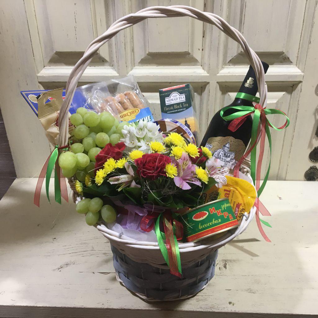 fc0fd10176e8 Подарочная корзина для мужчины с цветами