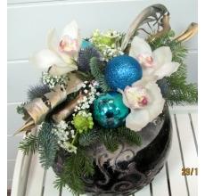 Новогодняя композиция с пихтой и цветами